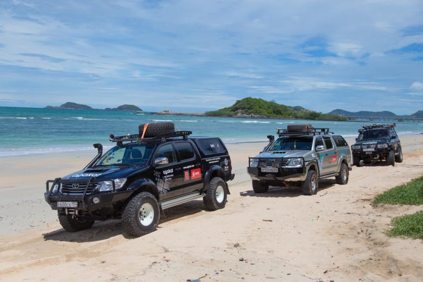 Машины с российскими номерами на пляже Таиланда